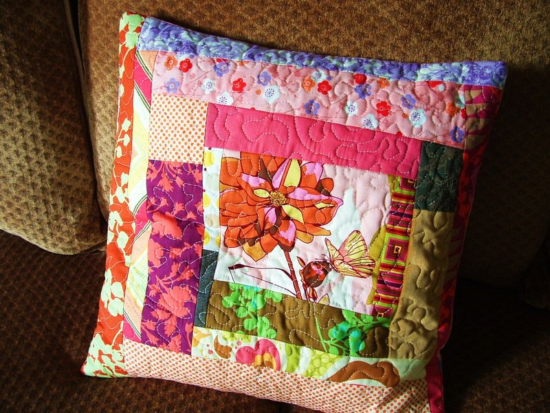 Log cabin Dahlia Pillow