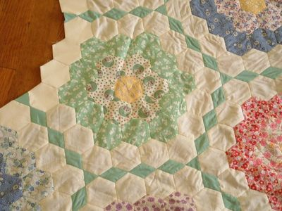 Grandmothers_flower_garden_quilt_cl